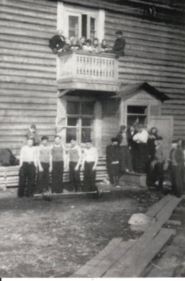 Общежитие лесотехникума улица Колымская с жильцами